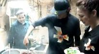 陈坤云阳扶贫调研 在农户家下厨炒腊肉 网友:接地气