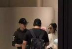 9月3日,有网友曝出在香港偶遇赵丽颖、冯绍峰的照片。