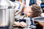 """9月7日播出的《中餐厅2》中王俊凯重回主厨岗位,全身心投入到后厨的准备工作中。试菜大获成功,被各位合伙人一致夸赞,开玩笑说自己要""""膨胀""""了!"""