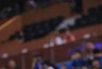 """10月4日,正能量全能偶像范丞丞出席了在上海举办的2018NBA球迷日活动。在红毯上,范丞丞以金色西装造型亮相,并作为费城76人队的一员参与了球迷日的竞技比赛,其完美的三分球获得全场尖叫,解说员还称其为""""范丞丞厉害啊,这可是NBA级别的三分线""""。"""