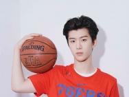 范丞丞亮相NBA球迷日活动 三分球获赞技巧专业!