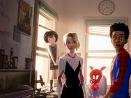 《蜘蛛侠:平行宇宙》预告海报双发 蜘蛛六侠同框