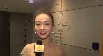 丝绸之路电影节吴谨言首次登台演唱 称自己又激动又紧张