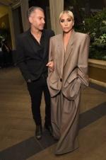 Lady Gaga订婚当日自曝被性侵:没人愿帮我