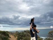 汤唯首晒老公和孩子合照 一家人度假幸福美满
