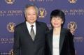 李安获颁美国导演工会终身荣誉奖 妻子罕见亮相