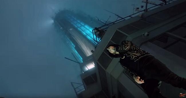 姆爷帝国大厦开唱《毒液》主题曲 全球票房过4亿