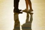11月1日,电影《一吻定情》曝光了定档海报和一组甜甜的话题剧照,宣布正式定档2019年情人节,这个被多国翻拍多版的高甜爱情故事,将于明年以电影形式重新回到大家的视野。电影版由王大陆饰演江直树,林允饰演原湘琴,《我的少女时代》导演陈玉珊带领《我的少女时代》幕后团队倾力打造。