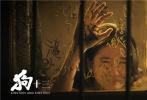 """11月5日,由曹保平导演、焦华静编剧,张雪迎、果靖霖、智一桐、周珍、代旭、黄诗佳、曹馨月等人主演的电影《狗十三》,在宣布定档12月14日上映之后,首度曝光了""""真香警告""""版口碑预告。"""