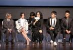 """11月7日,电影《你好,之华》在京举行首映礼。导演岩井俊二,监制陈可辛,主演周迅、秦昊、胡歌、杜江、张子枫、邓恩熙等纷纷亮相。首映礼上,谈及周迅的表现,合作过《如果·爱》的陈可辛导演表示,这次的之华很难演,因为没得演。但是周迅不演、不抢,非常厉害。胡歌谈到自己的""""渣男""""角色时则表示,他错过了一切,引来现场笑声。"""