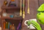 """由美国环球影业和照明娱乐联手打造的全新动画喜剧《绿毛怪格林奇》正式宣布,""""演技派男神""""潘粤明欢乐加盟,担当贱萌主角格林奇的中文版配音,该角色英文配音则由英国演员""""卷福""""担纲。"""