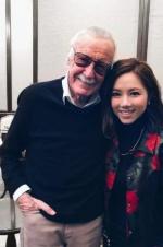 邓紫棋晒合照悼念斯坦·李:遇见你实在是我的幸运