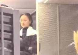 周迅窦靖童陈坤一起做头发 这是什么神仙关系网?