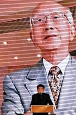 成龙缅怀嘉禾创办人邹文怀 赞其是中国人的骄傲