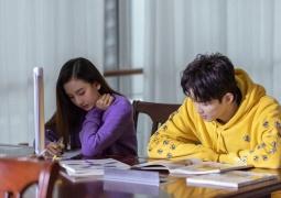 """宋祖儿吴磊拍禁毒宣传片 """"同桌的你""""画面有点美"""