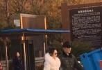 """11月23日凌晨,赵丽颖通过微博晒出一组老公视角的美照,并配文称:""""大家都睡了吧,感恩。"""""""