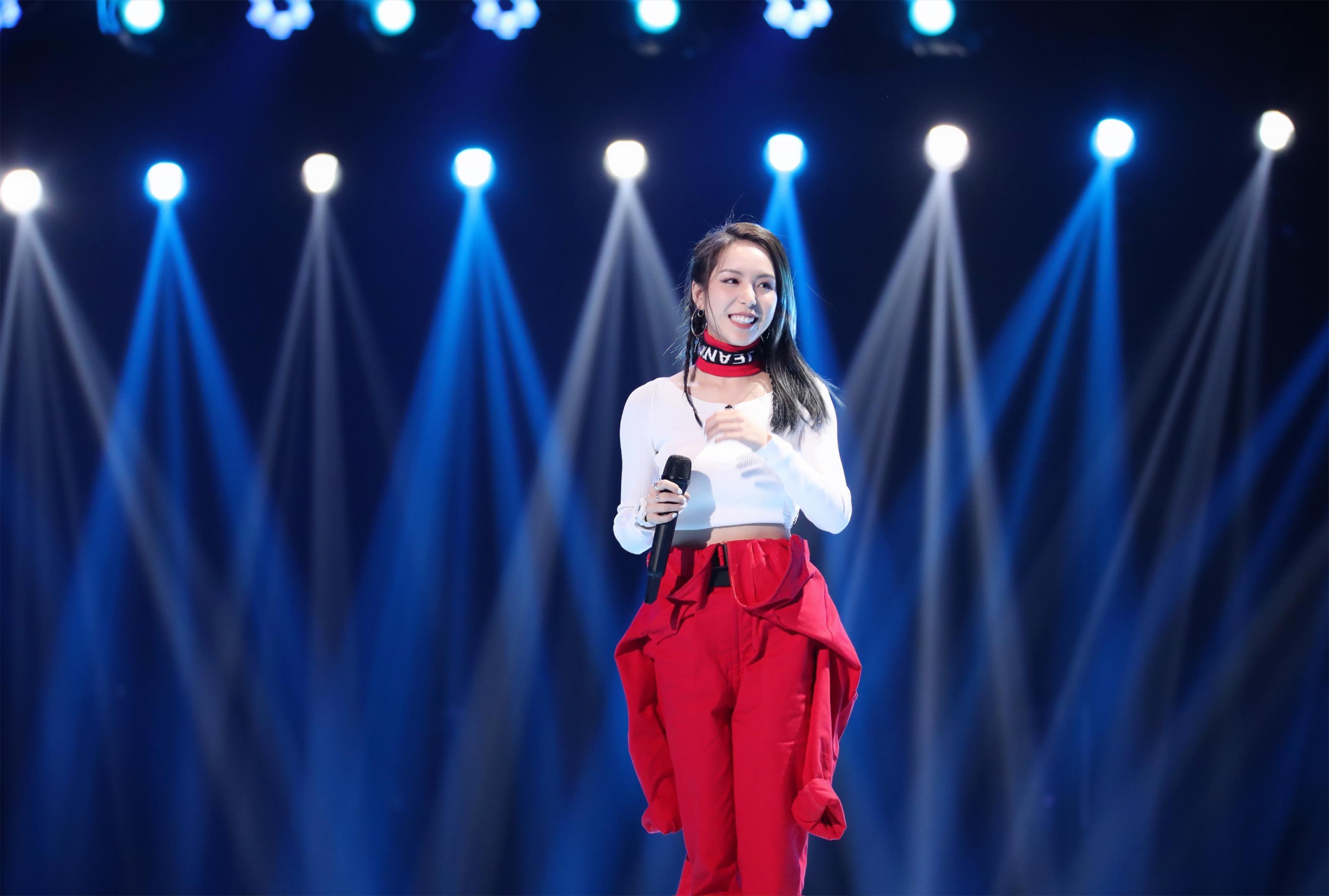 《下一站传奇》DJ女孩蒋语原创歌曲获周笔畅赞