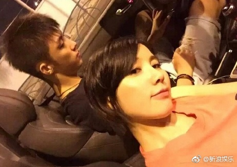 疑王雨馨妹妹曝黄景瑜曾被捉奸在床 工作人员在场