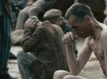 《裸露在狼群》预告片