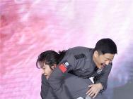 """《流浪地球》首映 屈楚萧抱吴京圆电影""""父子情"""""""