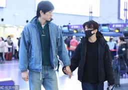 恋情坐实!金大川和春夏机场大方牵手 甜蜜对视