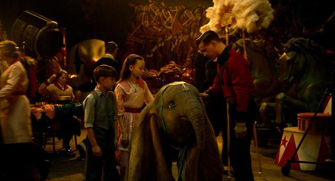 【老人与海】迪士尼真人版《小飞象》曝预告 一飞冲天鼓舞人
