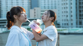 谭维维献声电影《过春天》 第26届大学生电影节主海报发布