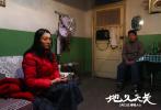 两个家庭的冷暖,亦是一个时代的悲欢——今日,由王小帅执导的电影《地久天长》曝光剧情版预告,短短三分钟诠释出电影三个小时的激荡,再现了两家人,穿越三十年,横跨南北方的纠葛情感,将中国社会变迁浓缩其中。