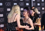 4月4日,《权力的游戏》第八季在纽约举办了首映礼发布会,原著小说《冰与火之歌》作者兼剧集编剧与主演亮相。当这些大家在9年中已无比熟悉的身影在台上一字排开并鞠躬时,舞台下响起了热烈的掌声。