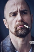 """山姆·洛克威爾最新寫真依然""""喪"""" 香煙不離口"""