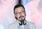 4月17日晚,電影《云霧籠罩的山峰》在北京舉行點映會。影片導演左志國、監制丁建國攜王海濤、任青安、丁建鈞、董博、李玨、王上組成的全主創陣容亮相映后見面會。影片以六線敘事的方式,解構了一個絕望父親為救病女,被迫鋌而走險綁架老板女兒追討拖欠賠款的故事。