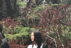 4月19日,有网友晒照称在北京电影学院偶遇关晓彤,为学校拍摄宣传片。