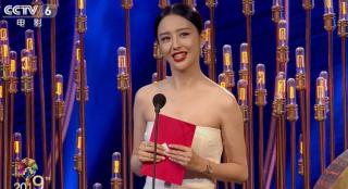 佟丽娅宣布北影节最佳视效奖 《流浪地球》视效总监冲动感言