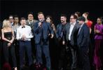 """美国时间4月22日晚,《复仇者联盟4:终局之战》在洛杉矶举办全球首映礼,""""钢铁侠""""小罗伯特·唐尼、""""美国队长""""克里斯·埃文斯、""""雷神""""克里斯·海姆斯沃斯、""""黑寡妇""""斯嘉丽·约翰逊、""""鹰眼""""杰瑞米·雷纳和""""绿巨人""""马克·鲁弗洛六位初代超级英雄集体登台宣传。"""