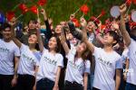 劉昊然易烊千璽現身中戲 千人唱響《我愛你中國》