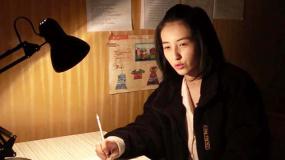 张子枫《再见,少年》演学霸 读高二的她感觉高考压力大