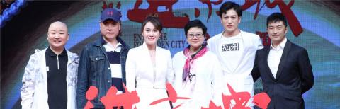 胡玫新片《进京城》首映 富大龙反串旦角不用替身