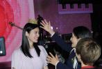 5月13日,何猷君将在上海某商场向女友奚梦瑶求婚。据悉,此前经过近一个月的精心安排,何猷君已将求婚现场布置成了一片粉红色花海,不仅有粉色献花布置的心形拱门,何猷君还布置了粉色的城堡。求婚现场更是摆满了充满二人回忆的照片,十分浪漫。