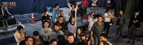 《天火》占据戛纳最大年夜海报位 全部主演声威首曝光