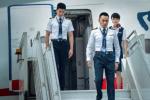 《中国机长》曝首张剧照 张涵予杜江袁泉现身机场