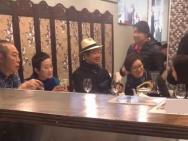 网友澳洲偶遇铁三角 张国立王刚张铁林携家眷聚餐