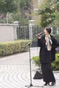 李亞鵬少女友街頭唱歌曝近照 網友:還是王菲那一款