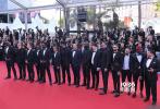 虽然开幕片《丧尸未逝》也入围了主竞赛单元,但和鲜花着锦的开幕式相比,法国当地时间5月15日才有了戛纳电影节真正开始的感觉。首个主竞赛单元影片发布会于上午11点举行。《悲惨世界》和《巴克劳》两部主竞赛单元影片也依次在卢米埃尔大厅内举行首映。