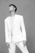 杨洋上海出席活动 白色西装演绎清爽夏日LOOK