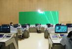 在《流浪地球》成為現象級國產科幻電影后,日前又一部航天科幻題材作品《重回地球》開機熱拍。5月19日,該片首度開放媒體探班,導演王子鳴及主演任達華、于文文先后出現在片場。
