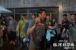 《银河补习班》发布幕后特辑 邓超白宇为戏自虐