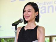 中谷美纪出席横滨法国电影节 穿黑色长裙气质优雅