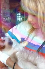 人不如貓!泰勒·斯威夫特懷抱布偶貓曬照側顏溫柔