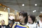 杨紫王俊凯同班飞机 见大型追星现场秒变表情包