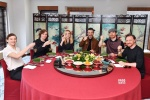 《X戰警:黑鳳凰》主創吃粽子 獨家告白中國粉絲